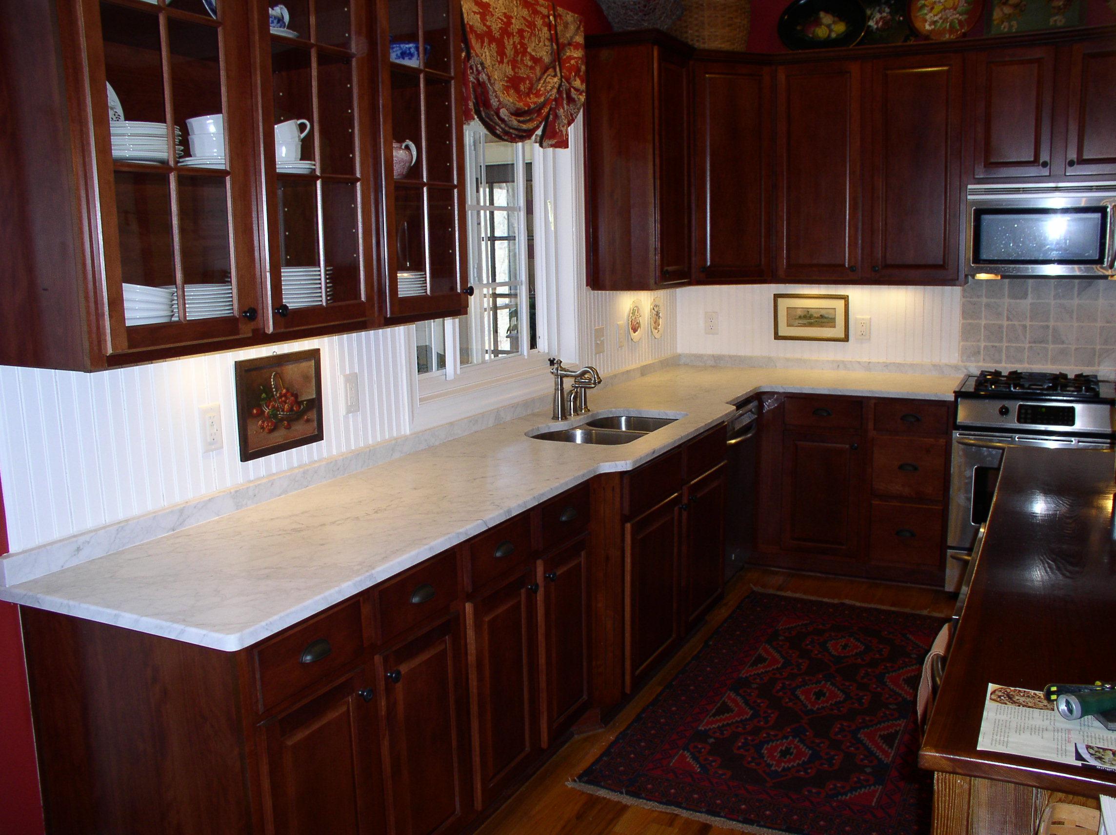 White Carrara Honed Fayetteville Granite Countertop